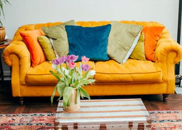 Чистка велюрового дивана
